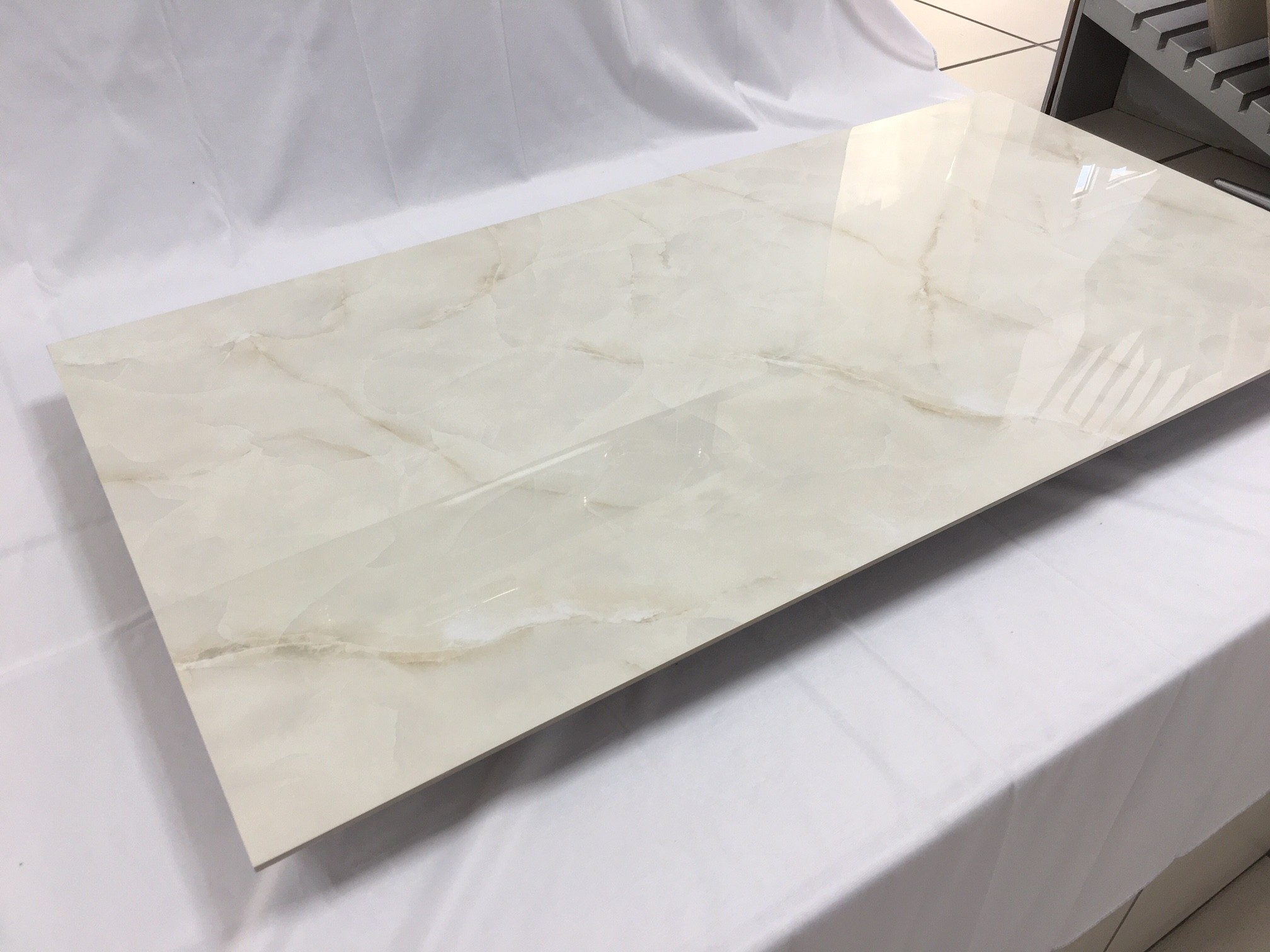 Gres porcelain tile 5,5 mm tickness Onice beige marble polished 60x120 cm
